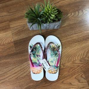 NWT Forever 21 white pineapple flip flops size 6